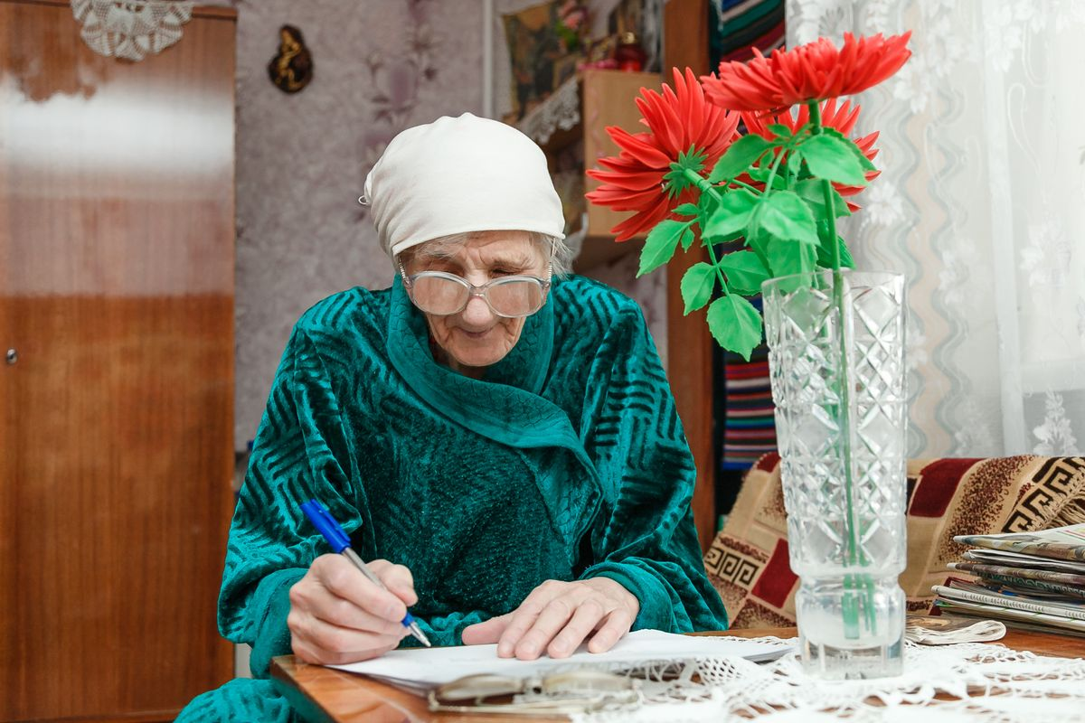 Нине Федоровне Сукало в день выборов исполнилось 79 лет.  Фото: Александр КОРОБ