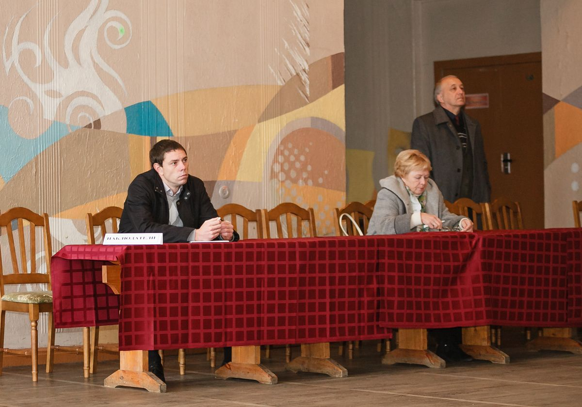 Наблюдатели на выборах в Барановичах. Фото: Александр КОРОБ