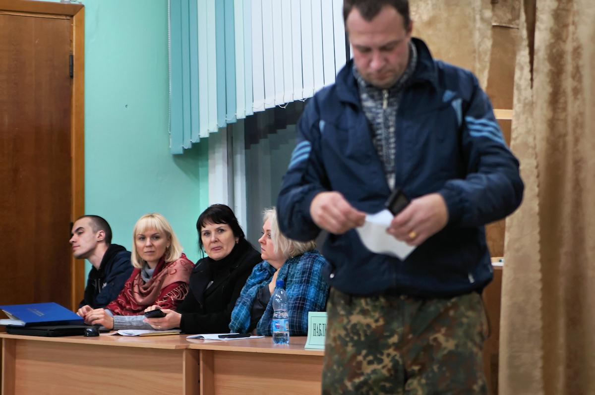 Наблюдатели на 26-ом участке. Фото: Дмитрий МАКАРЕВИЧ