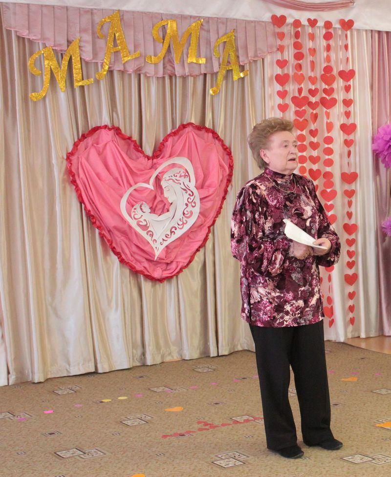 Клавдия Тристень прочитала стихотворение, которое она посвятила своей маме. Фото: Юрий ПИВОВАРЧИК