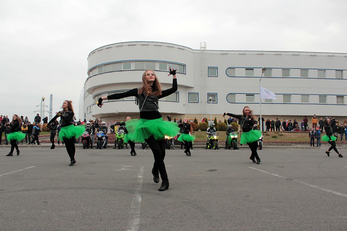 Открывает мероприятие танцевальное шоу «Фиеста».