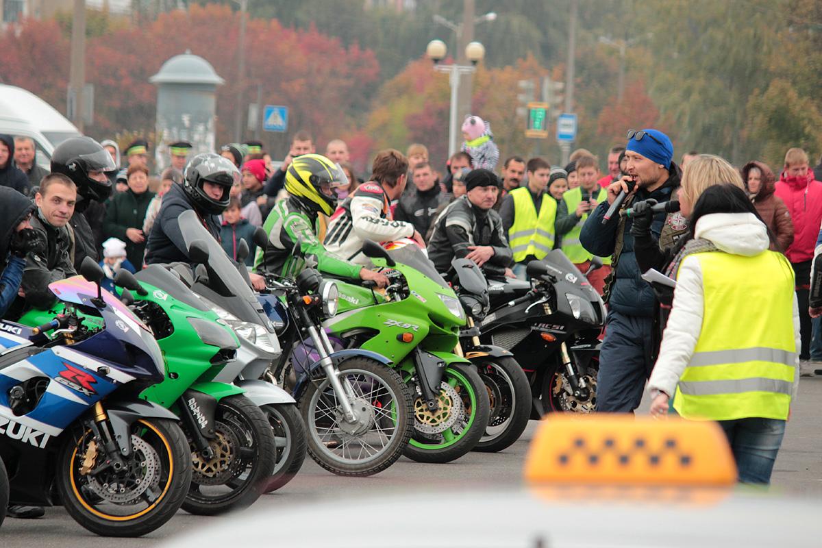 Конкурс на самый громкий звук выхлопа мотоцикла.