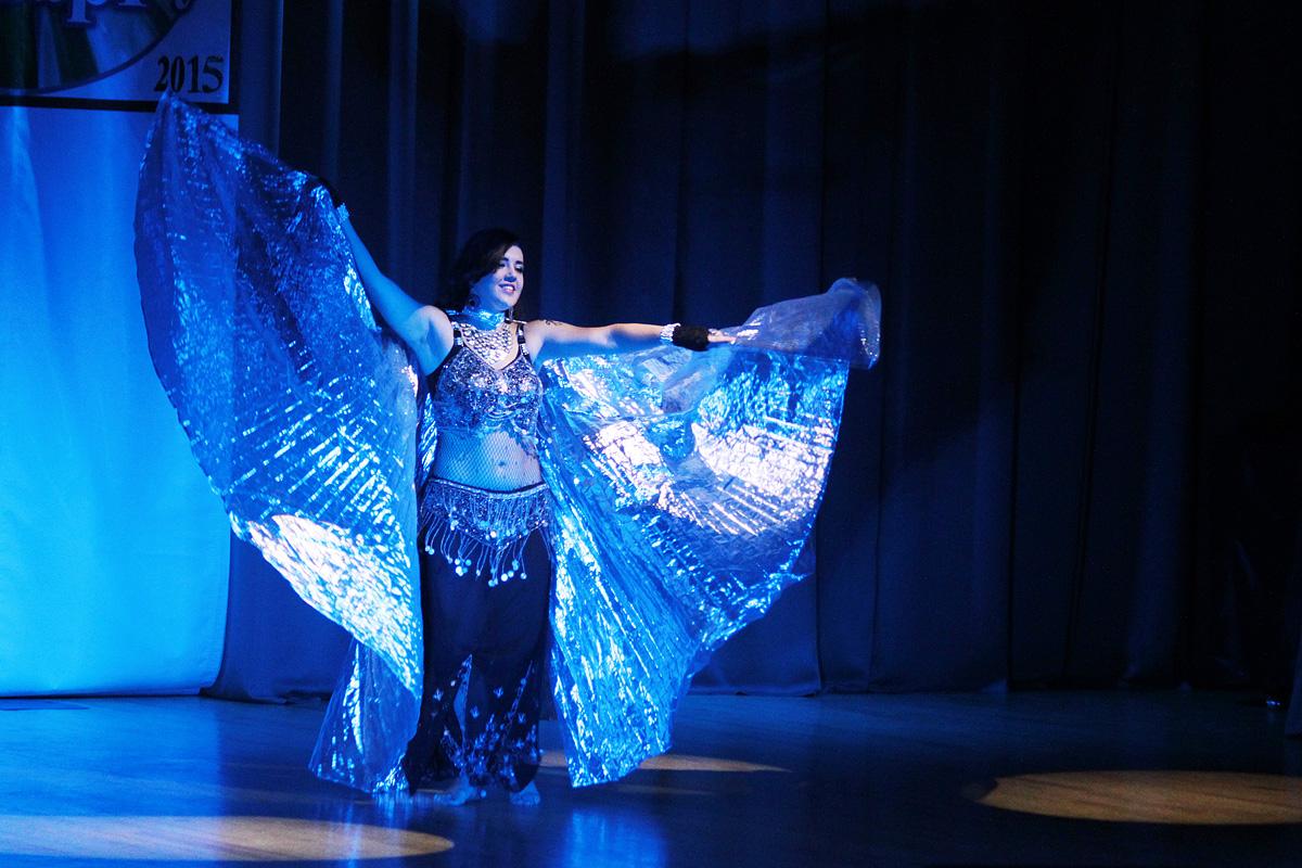 Надежда Щебет, студентка факультета педагогики и психологии, исполнила восточный танец.
