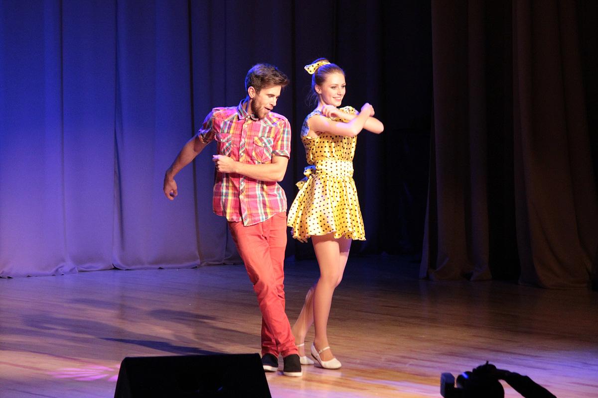 Анастасия Совеня и Иван Голтьяницкий станцевали рок-н-ролл.