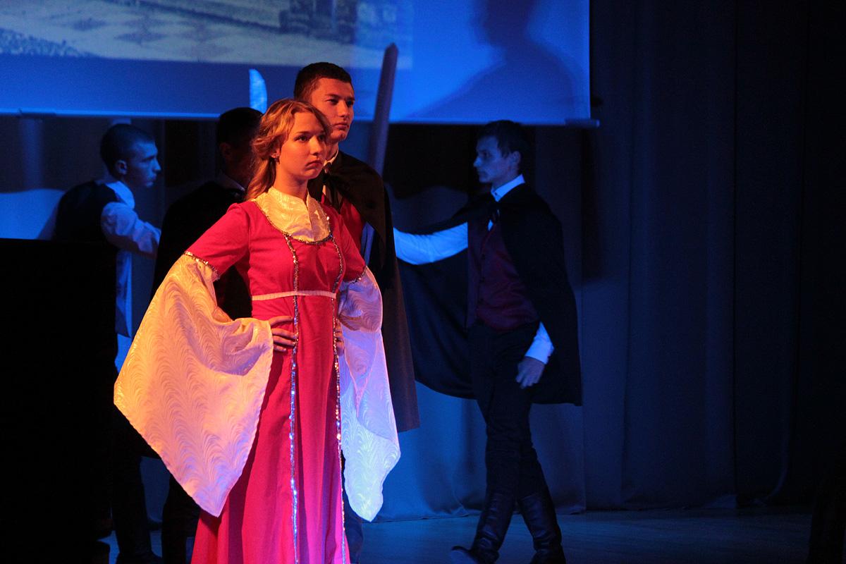 Театр моды факультета педагогики и психологии  выступил с композицией Монтекки и Капулетти.
