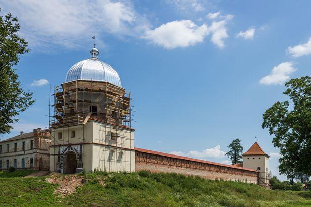Путь от г. Барановичи до Любчанского замка на машине составит около ста километров