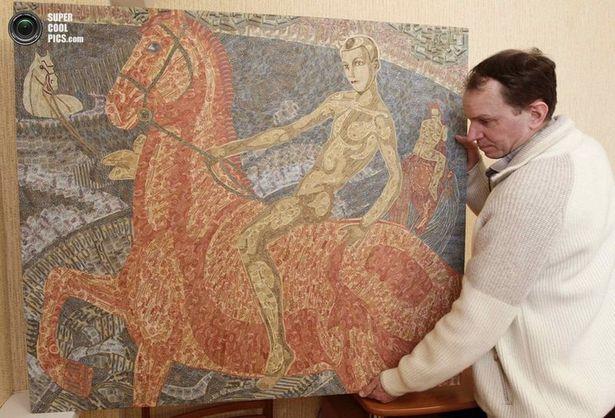 Художник-купюрье Игорь Аринич создает из старых купюр картины. Фото из соцсетей.