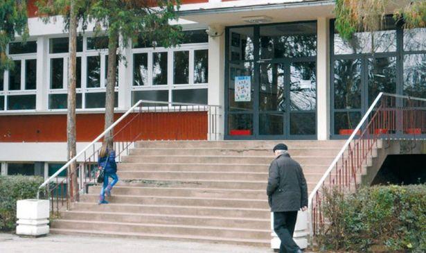 Здание начальной школы в г. Чачак. Фото с сайта www.novosti.rs