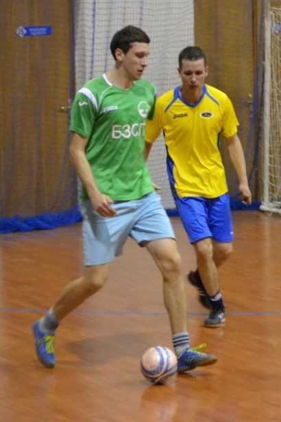 Дмитрий Ерин (БЗСП) с мячом. Матч БЗСП – «Лагуна». Фото: Сергей ЖИВУЛА