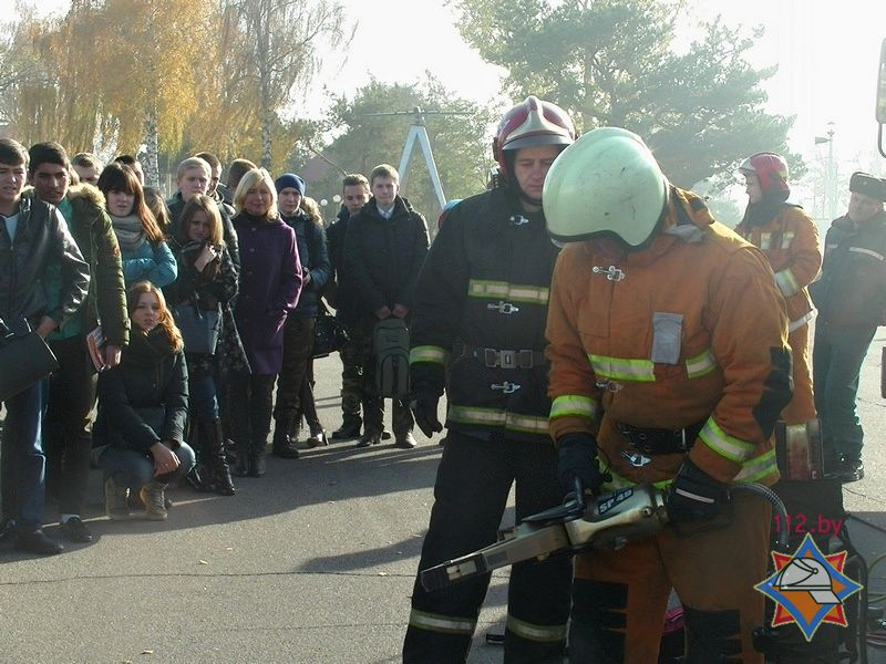 Показательные выступления МЧС в БарГУ. Фото: Сайт МЧС