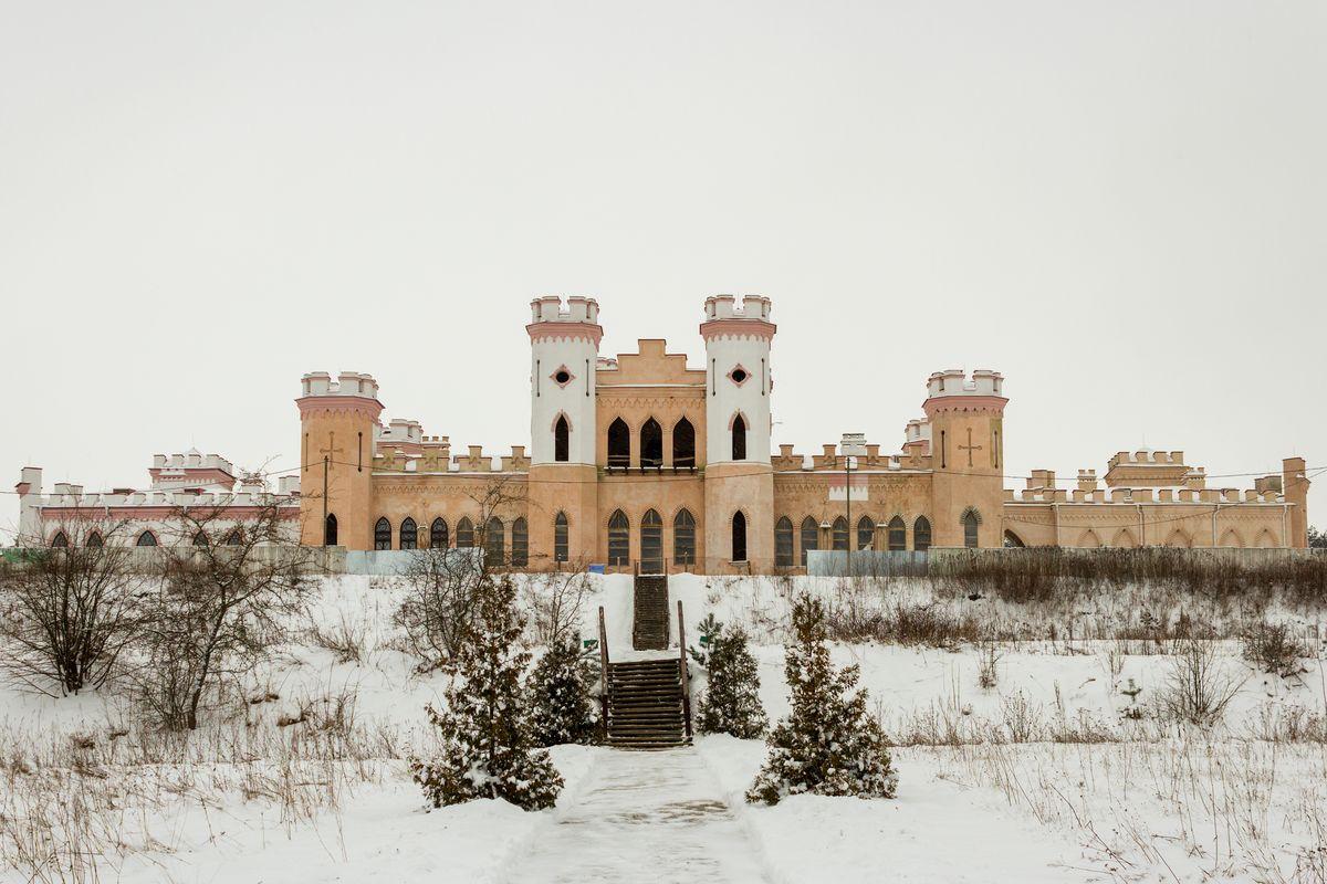 Коссовский замок (дворец Пусловских). Фото: Юрий ПИВОВАРЧИК