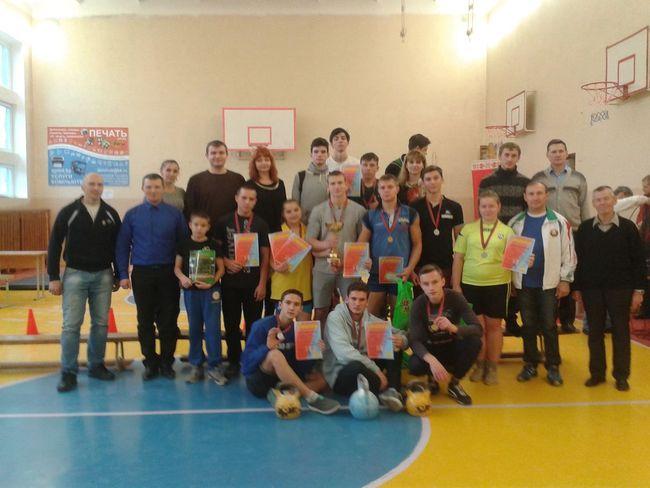 Участники первого открытого городского турнира по гиревому спорту. Фото: архив Андрея ЛАГУНСКОГО