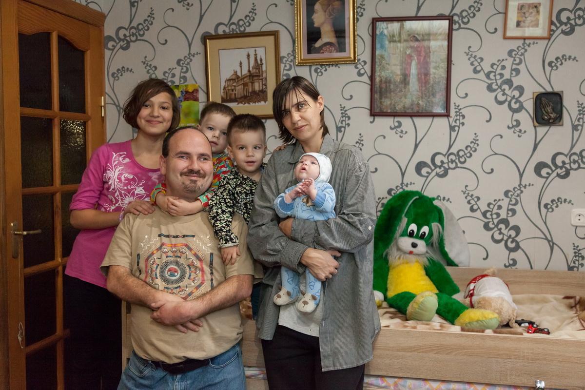 Борис Фейгин с женой Мариной и детьми Анной, Эммануилом, Амалией и Эльхананом. Фото: Александр КОРОБ.