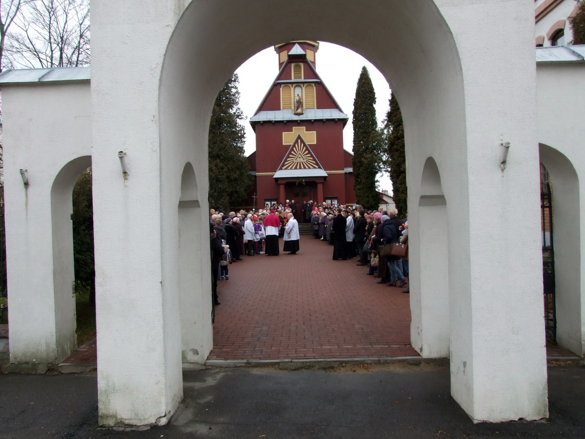 Урачыстае адкрыццё Святых дзвярэй адбылося 13 снежня у касцёле Узвышэння Святога Крыжа. Фота: Руслан РАВЯКА