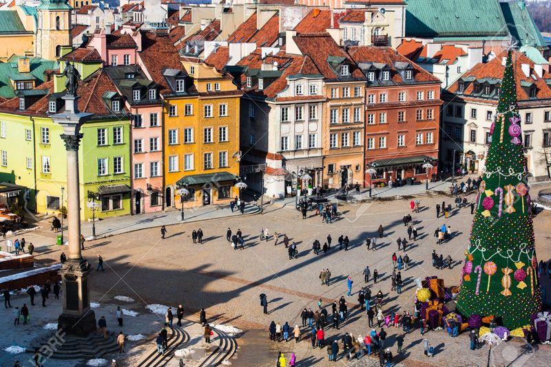 Елка в Варшаве днем. Фото с сайта theculturemap.com