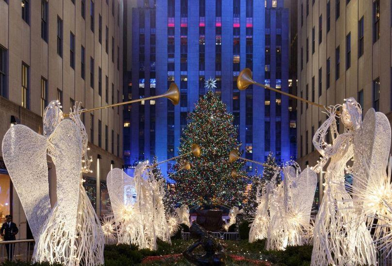 Рождественская елка в Рокфеллер-центре, Нью-Йорк. Фото с сайта: adme.ru .