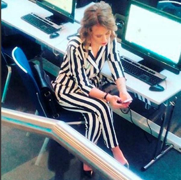 Ксения Собчак в Центре международной торговли во время пресс-конференции Владимира Путина.