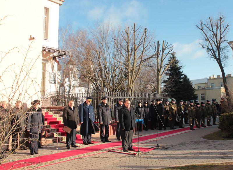 Председатель Барановичского горисполкома поздравил барановичских следователей с открытием нового здания.
