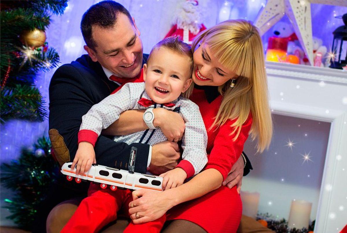 Виктория и Дмитрий Арцименя с сыном Ренатом. Фото: архив семьи АРЦИМЕНЯ