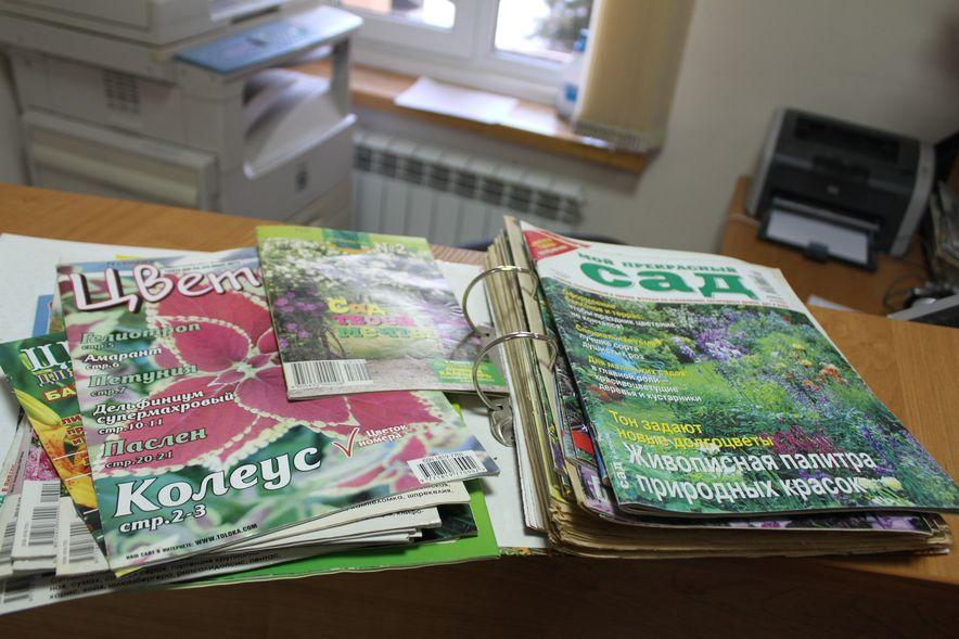 Горожане приносят много книг, журналов и дарят подписку на периодические издания. Фото: Татьяна МАЛЕЖ
