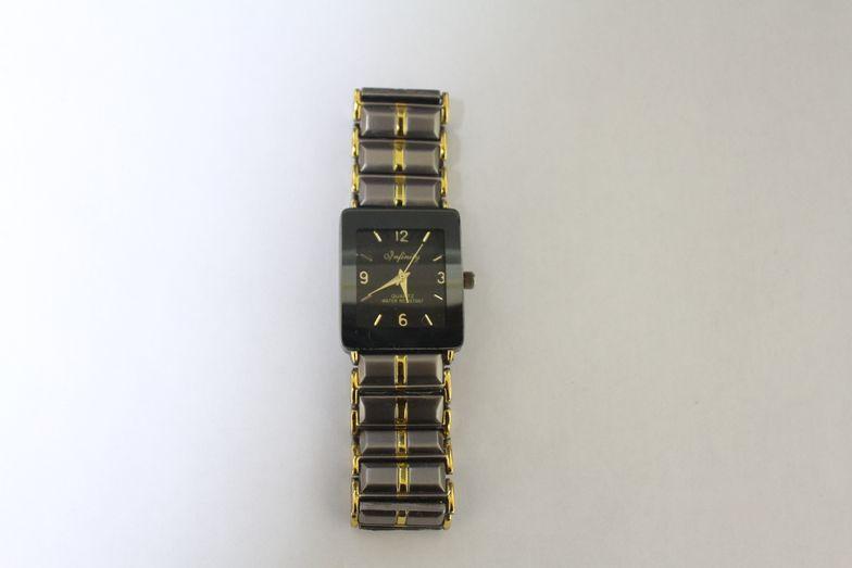 Для Риты Киселевой также нашелся Дед Мороз. Он принес ей часы, так как ее старые разбились. Фото: Татьяна МАЛЕЖ.