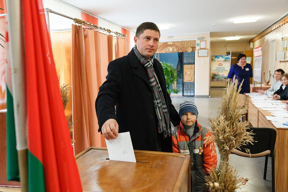 Голосование на избирательном участке №57,  11 октября. Фото: архив IP
