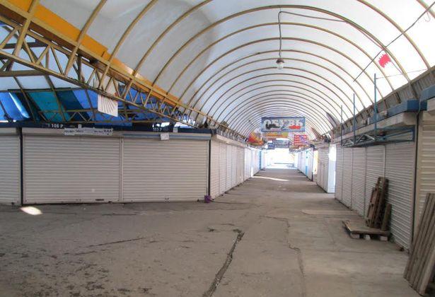 Кооперативный рынок города Барановичи остановил работу 3 января. Фото: Александр ВОЙТЕШИК