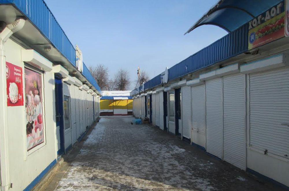 Кооперативный рынок города Барановичи встретил новый год пустыми рядами. Фото: Александр ВОЙТЕШИК