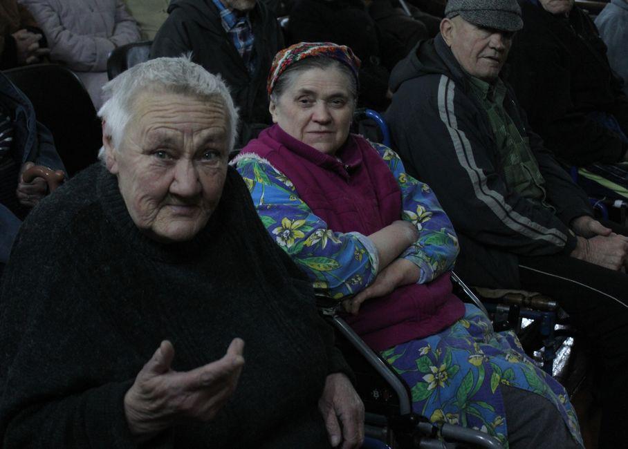 Зрители тепло приветствовали артистов. Фото: Татьяна МАЛЕЖ