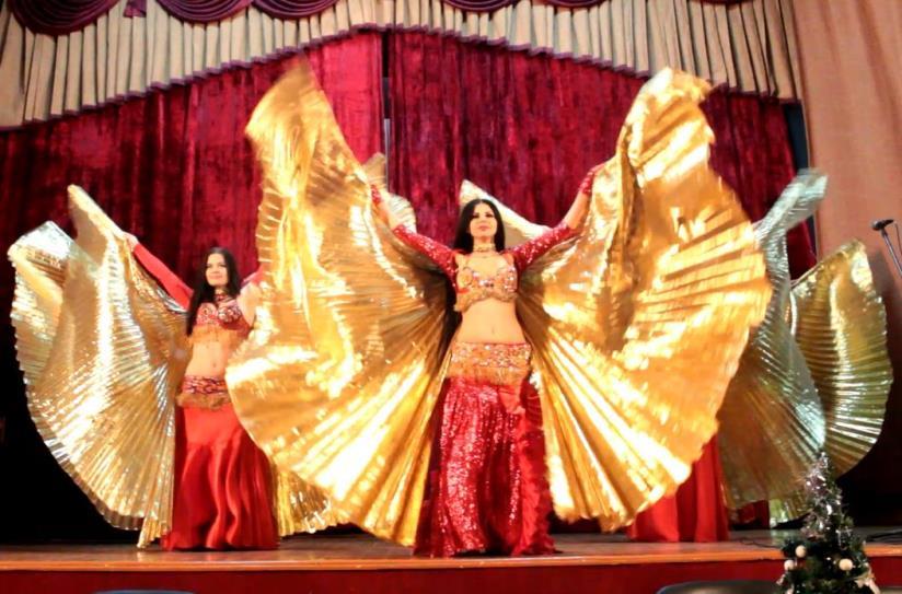 Выступление шоу восточного танца Эмира. Фото: Юрий ПИВОВАРЧИК.