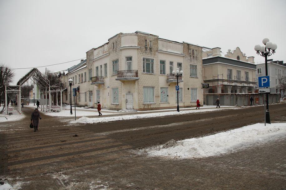 Здание, где располагалась до реконструкции кулинария.  Фото: Александр КОРОБ.