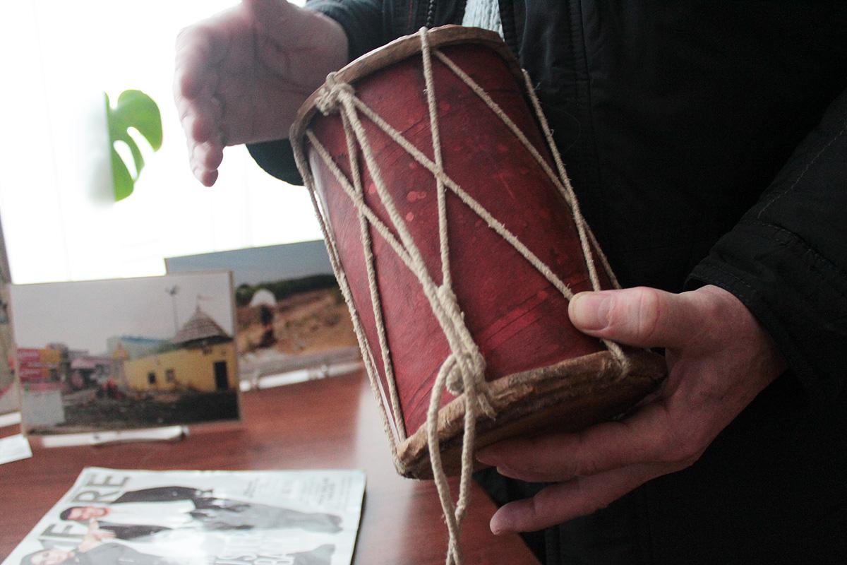 Индийский барабан для игры пальцами рук