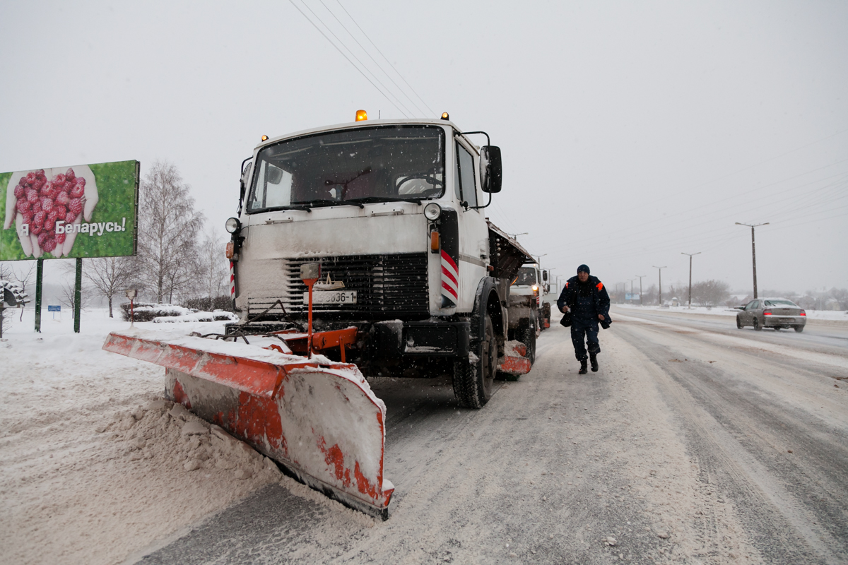 Проспект Советский. Дорожные службы работают в усиленном режиме. Фото: Александр КОРОБ