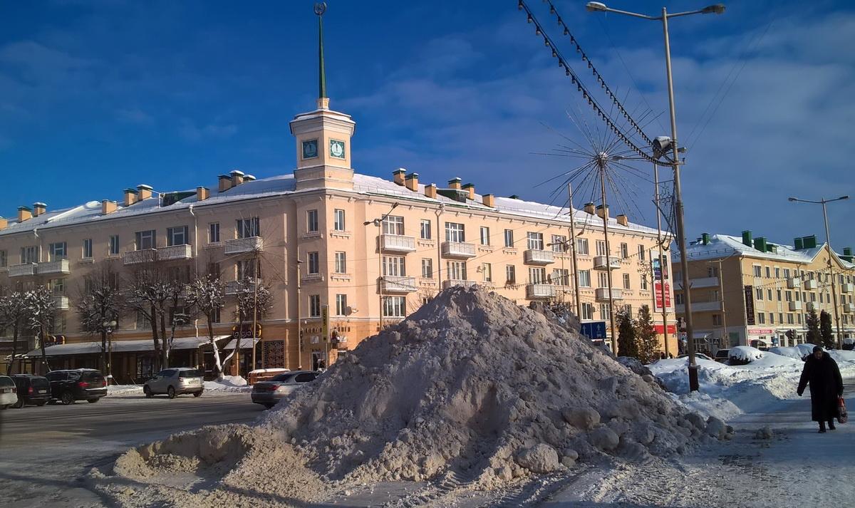 Городские часы. Фото: Руслан РЕВЯКО