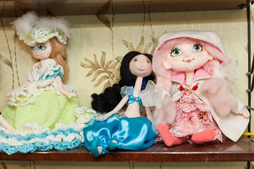 У каждой куклы свой образ. Фото: Александр КОРОБ.