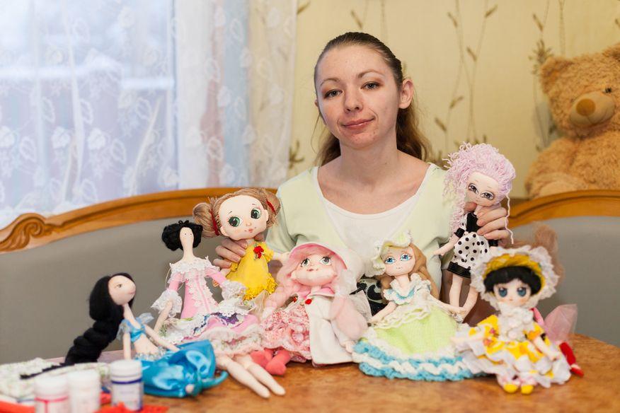 Екатерина Пинаева со своими куклами. Фото из архива Кати Пинаевой.