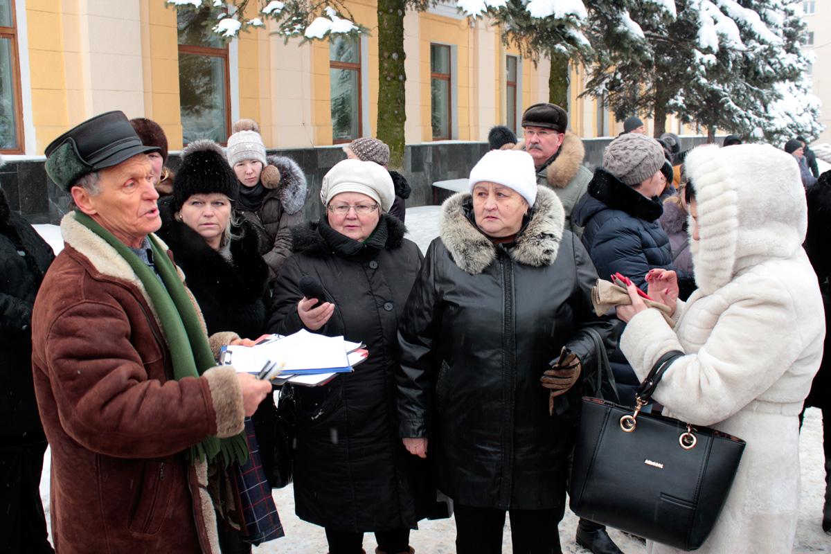 Предприниматели собрали подписи под письмом президенту Александру Лукашенко с просьбой отменить указ № 222. Фото: Юрий ПИВОВАРЧИК