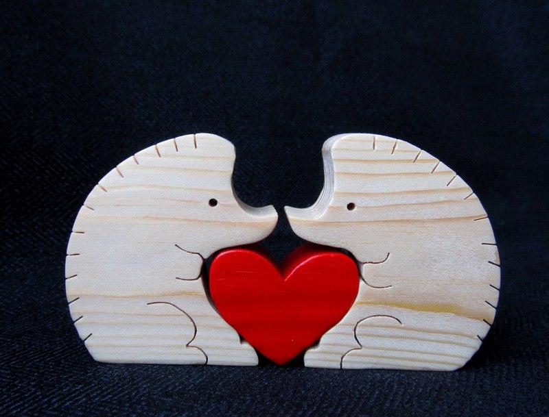 Сувениры из дерева ко Дню влюбленных. Фото из архива мастера.