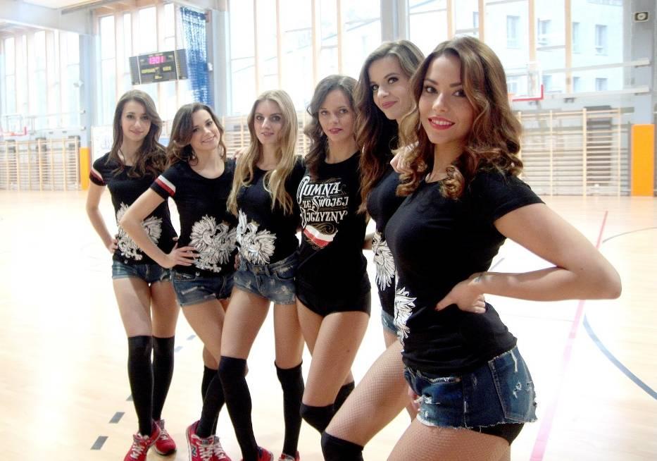 Гдыньские болельщицы. Фото с сайта gdansk.naszemiasto.pl