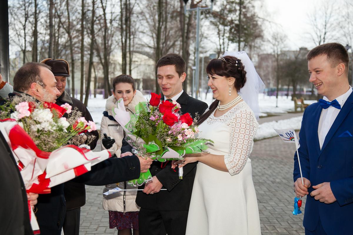 Поздравления принимают Евгений и Екатерина Лицкевич. Фото: Александр КОРОБ