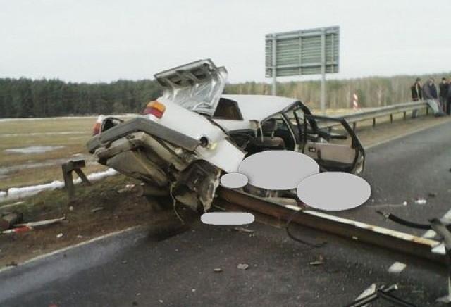 Страшная авария в Барановичском районе унесла жизни двух молодых людей. Фото: ГАИ Брестской области