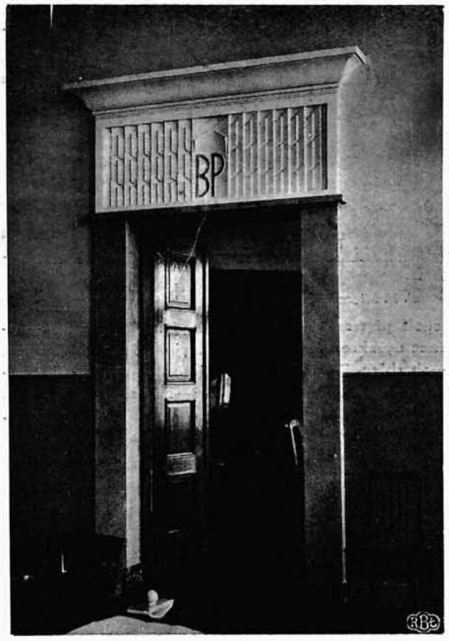 Дзверы ў галоўную залу банка з лагатыпам Банка Польскага. Фота: Bank Polski
