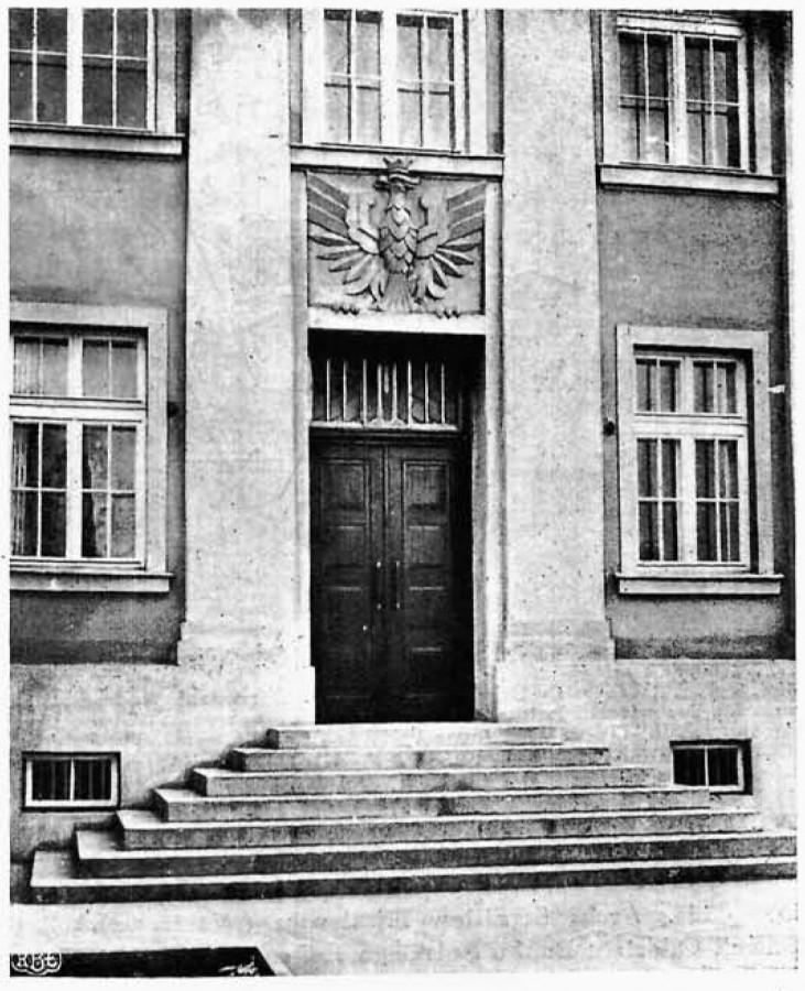 Фасадныя дзверы банка. Фота: Bank Polski