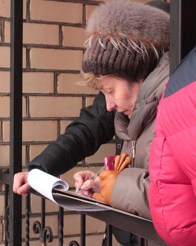 Очередники составили два списка: для нуждающихся в улучшении жилищных условий и для остальных. Фото: Юрий ПИВОВАРЧИК.