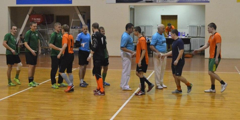 «Студенты» 10:2 СМП-760. Приветствие команд. Фото: Сергей ЖИВУЛА