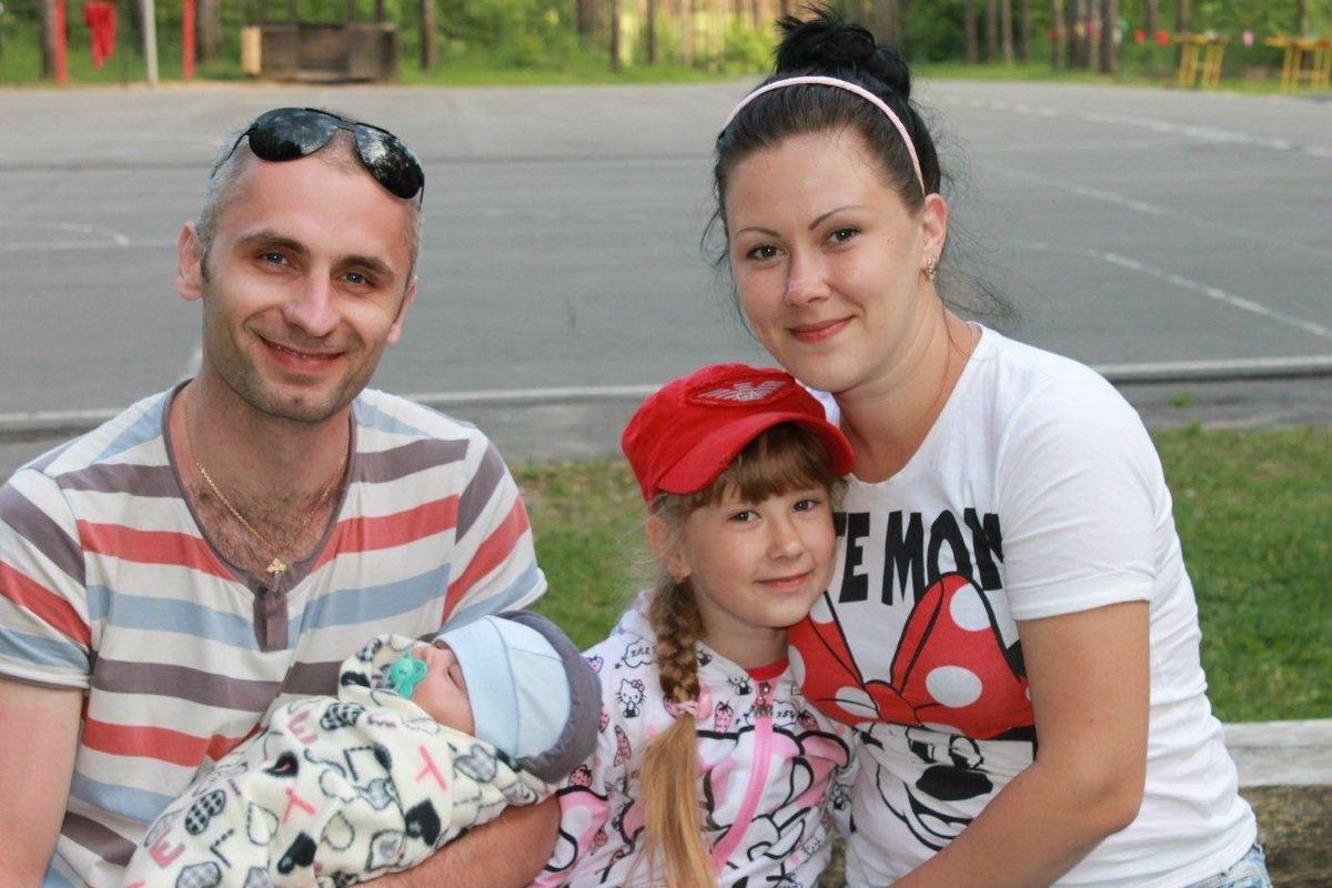 Петр и Ксения Сипович с детьми. Фото: архив семьи СИПОВИЧ
