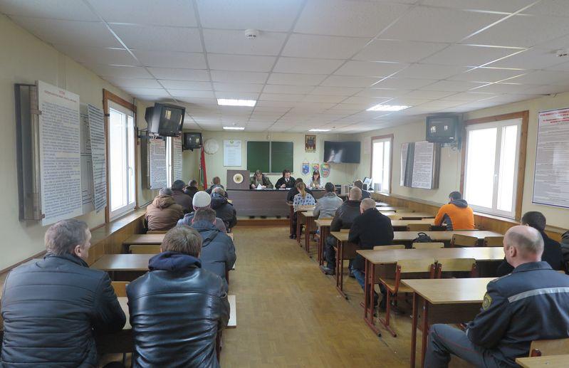 На судебное заседание пришли судимые и склонные к совершению правонарушений. Фото: Анна РОМАНОВА-КОЛОСОВСКАЯ