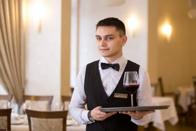 Артем Зданович, официант ресторана «Крокус»