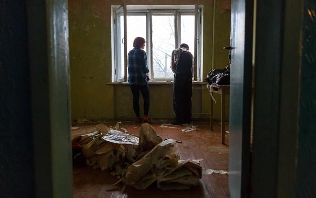 Дмитрий и Наталья Карачун переехали из съемного жилья в общежитие, чтобы сэкономить на коммунальных платежах и аренде квартиры.