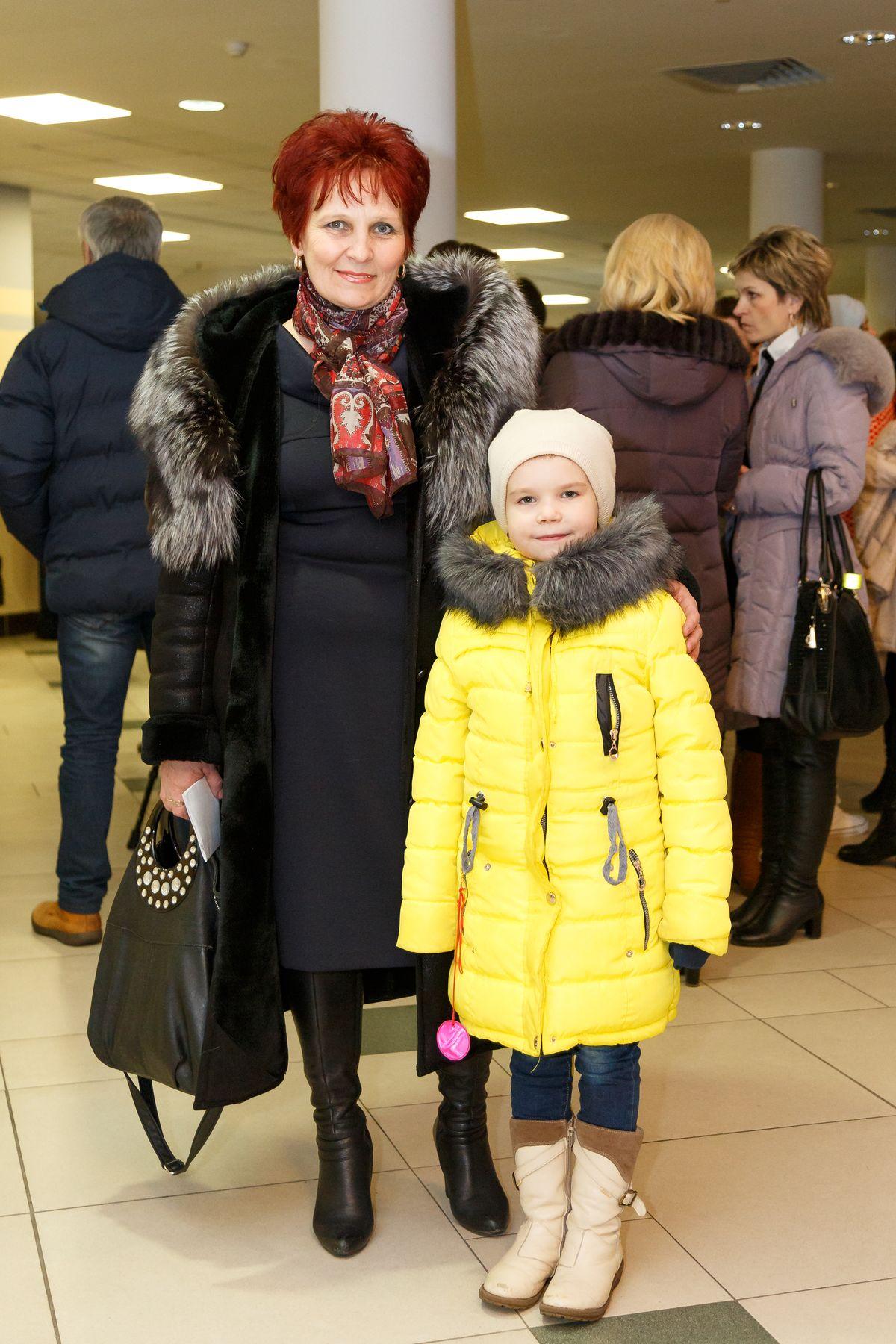 Ирина Фадеевна с внучкой Софией. Фото: Александр КОРОБ.